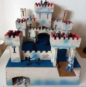 1960s Vintage 'Wooden Toy Fort Castle....inc some plastic figures.