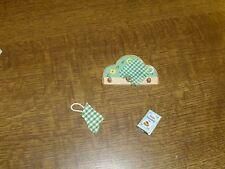 kleines Wandregal mit Kochbuch - Miniatur - Puppenhaus