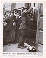 1914 Stampa WWI ~ Rimozione Porta Piastra Di Tedesco Embassy IN Londra ~