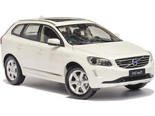 1:18 Volvo 2015 XC60 Crystal Weiß-Perleffekt (Crystal White Pearl) Händler