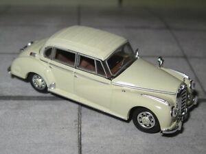 Ricko 38412 - Mercedes Benz 300 C Limousine - beige