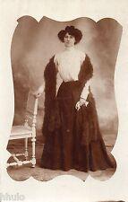 BE013 Carte Photo vintage card RPPC Femme woman robe dress fourrure chaise