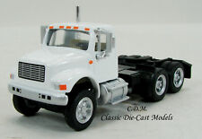 International 4900 White 3 Axle Tractor 1/87 HO Walthers SceneMaster 949-11180