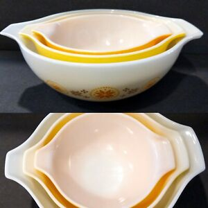 Set 3 Vintage PYREX Town & Country Cinderella Nesting Mixing Bowls 444 443 442