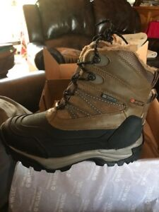 Hi-Tec Snow Peak 200 WP Insulated Boots for Men  Size 8 Tan/Black