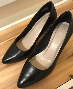 CLARKS Black Leather High Heel Court Shoes  Size 6.5 Pre-Owned Wide Fit