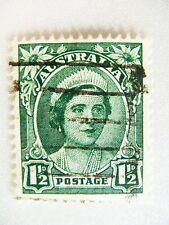 1942 Australian King George VI (Queen Elizabeth ) 1 1/2d Green postage stamp