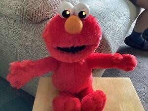 """Fisher Price / Mattel / 2006 - Sesame Street - Elmo Talking/Singing 13"""" Plush /"""