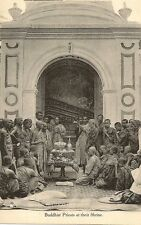 CARTE POSTALE TUCK ASIE COLOMBO CEYLAN BUDDHIST PRIESTS AT THEIR SHRINE