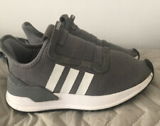 boys size 3.5 trainers
