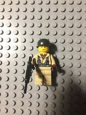 Lego WW2 American Soldier Minifigure with brickarms helemet and weapon