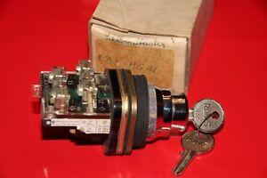 TELEMECANIQUE XB2MG11  Schlüsseltaster  NEU