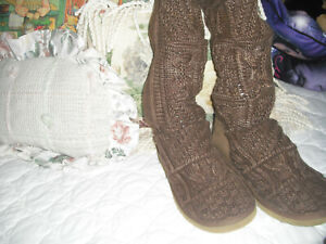 UGG  AUSTRALIA BROWN KNIT BOOTS, SIZE 5