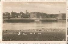 Riesa, Elbe mit Schleppkahn beim Gasometer, alte Foto-Ansichtskarte von 1942