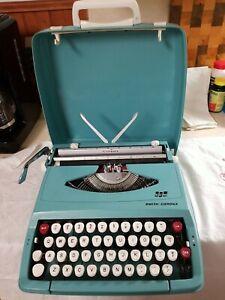 Vintage Smith Corona Corsair Portable Manual Typewriter w Case