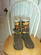 Ed Hardy Womens Winter Boots Brown Suede Dedicated To The One I Love Tattoo Sz 7
