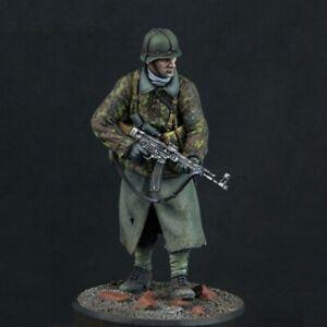 1/24 Resin Figure Model Kit German Soldier Infantryman WWII Unpainted Unassamble