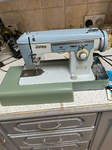 Vintage Jones Zig Zag Sewing Machine with Hard Case AND INSTRUCTIONS POWERS UP