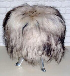 Unikat in D gefertigt: Fellhocker MÄHlange, Retro-Look, isländisches Lammfell