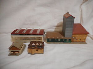 (ZC) Z-Scale Lot (6) of Assorted Plastic Buildings from Various Manufacturers