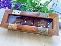 Jeu de dominos en bois massif et incrustation de cuivre + boite en bois assortie