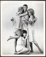 JAMES COBURN Janine Gray JUDY CARNE Kathy Kersh VINTAGE ORIG PHOTO leggy actress
