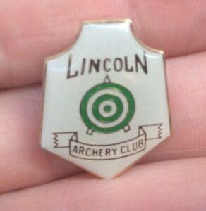 ENAMEL PORT LINCOLN ARCHERY CLUB BADGE