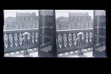 Enfant sur le balcon Plaque de verre stéréo NEGATIF vers 1925