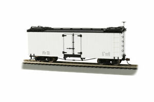 Bachmann On30 #27496 Billboard Reefer White w/Black Roof Data Only RTR NEW