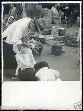 photo ancienne vintage . années 50 . Asie . chez le dentiste