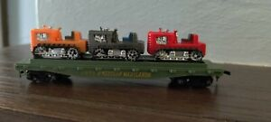 """HO Scale """"Western Maryland"""" Freight Train Flat Car With 3 Tractors / 2475  1/2"""