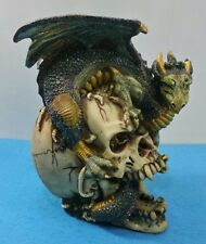 FIGURA DE DRAGON CON CRANEO CALAVERA,  BRILLANTE FANTASIA ESTATUA DECORACION