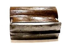 Outil ancien fer de maçonnerie jonc central triangulaire acier et bois XXème