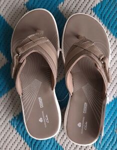 Clarks Cloudsteppers Breeze Sea Taupe Flip Flops Size 9 NWT