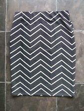 BNWT Miss Valley White & Black Chevron Stripes Polyester Knit Skirt Size M