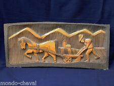 GRAND PANNEAU EN BOIS MASSIF SCULPTE : le laboureur, cheval, campagne, 65 cm