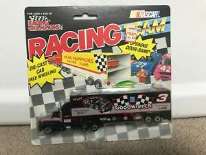 Vintage 1992 Racing Champions Dale Earnhardt 1/87 Semi Rig Team Transporter