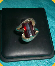 Vintage 14K White Gold & Unique Faceted Garnet Stone Ladies Ring - Size 8.25
