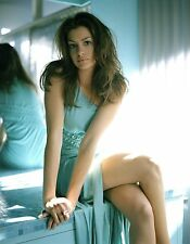 Anne Hathaway Nice Legs 8x10 Picture Celebrity Print