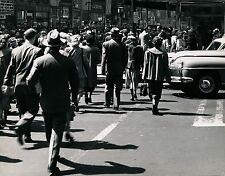 U S A c. 1950 - Car Crowd  Boulevard Shops - Ph. Armstrong Roberts - GF 527