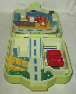 Tomy Pokemon House CITY ADVENTURE Mini Playset Polly Pocket Style Compact Figure