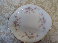 """EXCELLENT PARAGON CHINA ENGLAND  """"VICTORIANA ROSE"""" 10"""" EARED CAKE PLATE"""