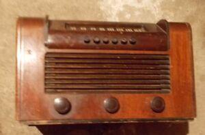 1950 RCA Victor Wood Case Tube Radio