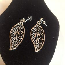 Leaf stud earrings silver plated.