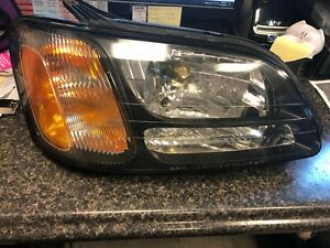 Subaru Outback Legacy Baja Headlight Assembly Right Front Light 84001AE14A