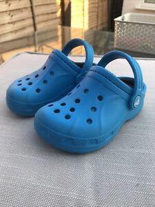 Crocs Fur Lined Kids Size 8/9 Blue