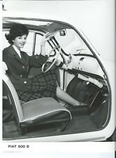 FIAT 500D interni 1961 ORIGINALE FOTOGRAFIA Bella Ragazza con Gonna Tartan