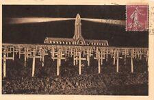 Ossuaire, Phare de DOUAUMONT - Le phare allumé veillant sur les tombes des morts