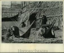 1969 Press Photo People of Al Turaba Village Work to Cover Boats with Bitumen
