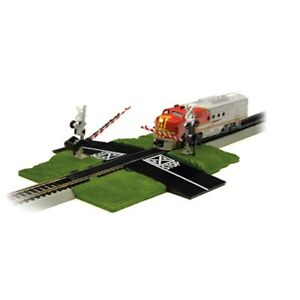 Bachmann BAC44879 N-Scale E-Z Track Dual Automatic Crossing Gate